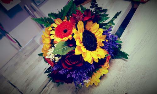 Girasole e fiori viola